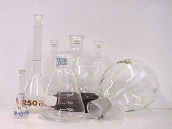 実験用ガラス器具はどのようにできるのか
